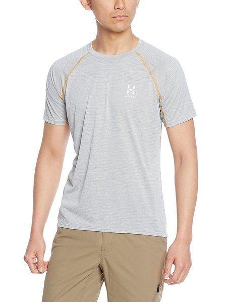 ホグロフスのTシャツを着用した男性