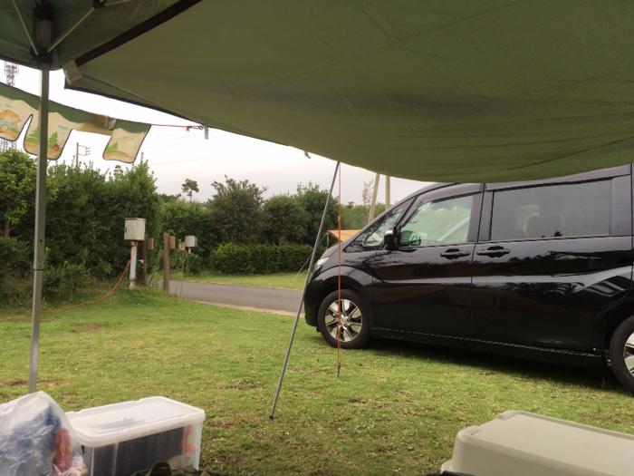 日川浜オートキャンプ場でのキャンプサイトの様子