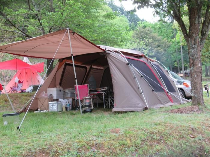 キャンプ場に張られたテントの様子