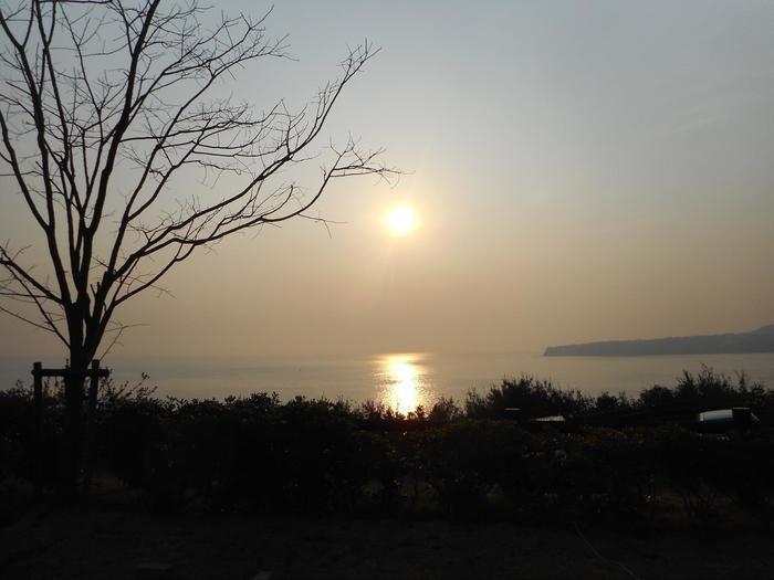 朝日が昇る空