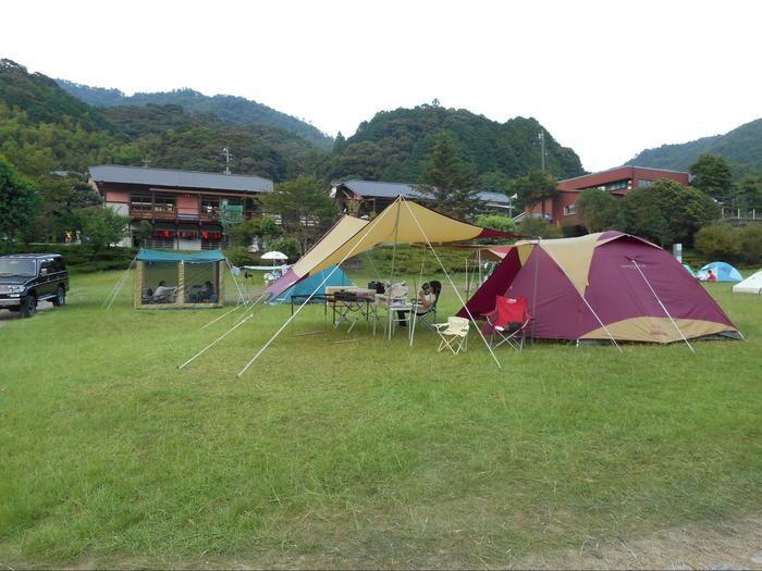 キャンプ場に張られたテントたち
