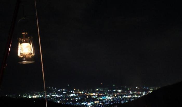 夜景とハリケーンランタン
