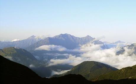 雲がかった篭ノ登山の幻想的な景色