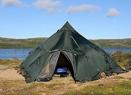 河原に張られたベンガルスのテント
