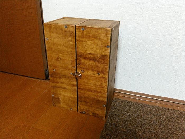 蓋を閉めた調味料ボックス