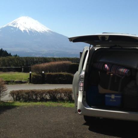 キャンプサイトと富士山