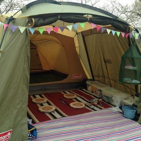 キャンプサイトの内装