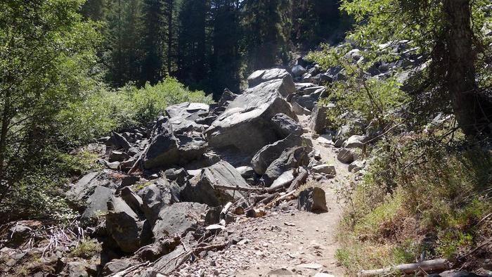 コース途中の岩場