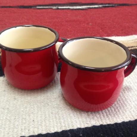 赤いホーローカップ