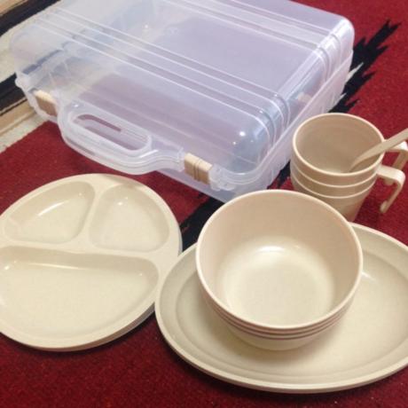 プラスチックの食器セット