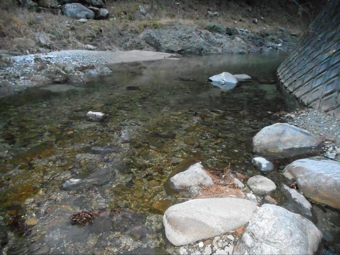 清流の里ぬくみ場内に流れている川
