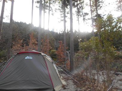 薪が無料で薪割り体験もできる「清流の里ぬくみ」で焚き火キャンプを楽しもう!