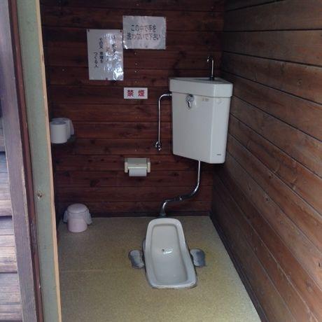 御殿場まるびオートキャンプ場の和式トイレ