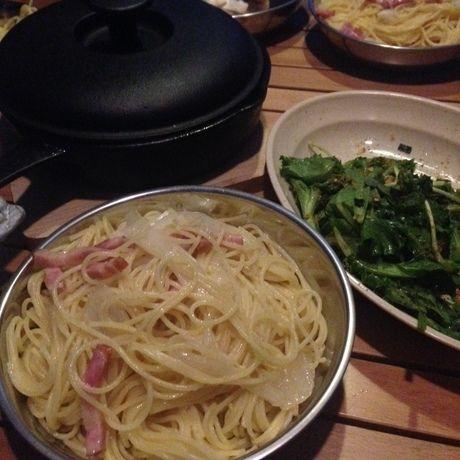 ペペロンチーノとサラダ