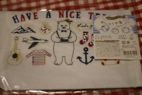 可愛い刺繍が施された巾着袋