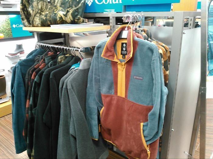 コロンビアの防寒具売り場