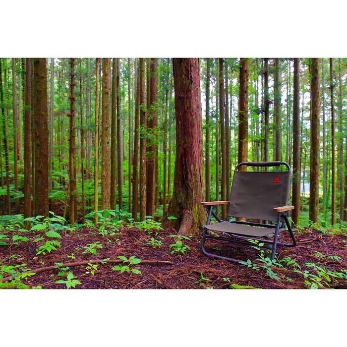 林間にポツンと置かれたチェア