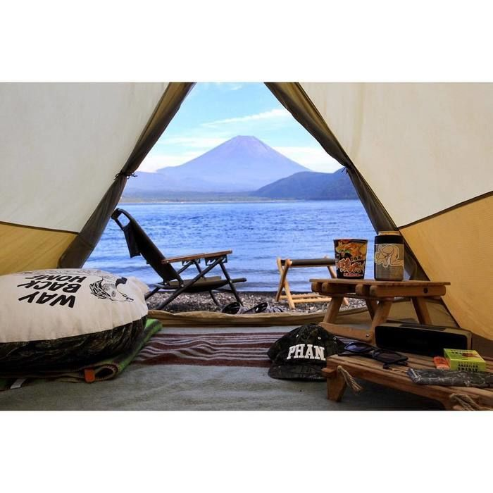 テントから見える富士山と湖