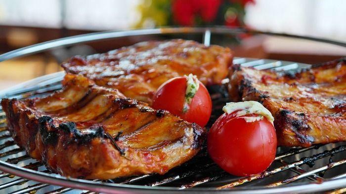 グリルで焼いた肉と野菜