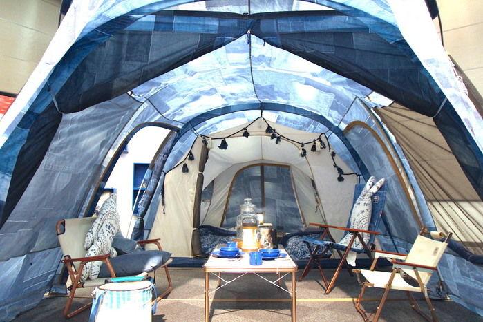 設営されたインディゴレーベルのテント内