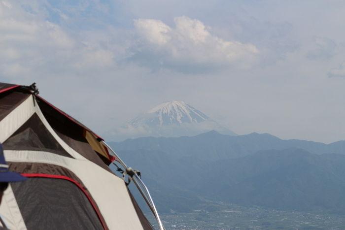 テント越しの富士山