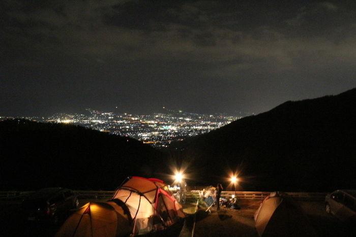 甲府盆地の夜景を望むほったらかしキャンプ場