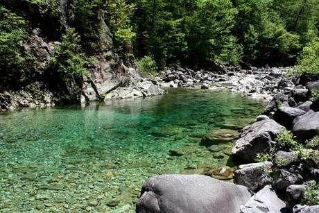 おんたけ森きちオートキャンプ場の近くを流れる白川