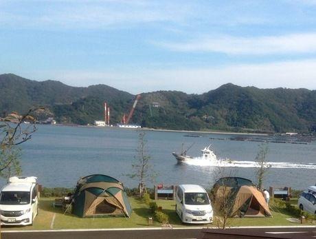 福良湾の雄大な景色を望むことができる休暇村南淡路オートキャンプ場