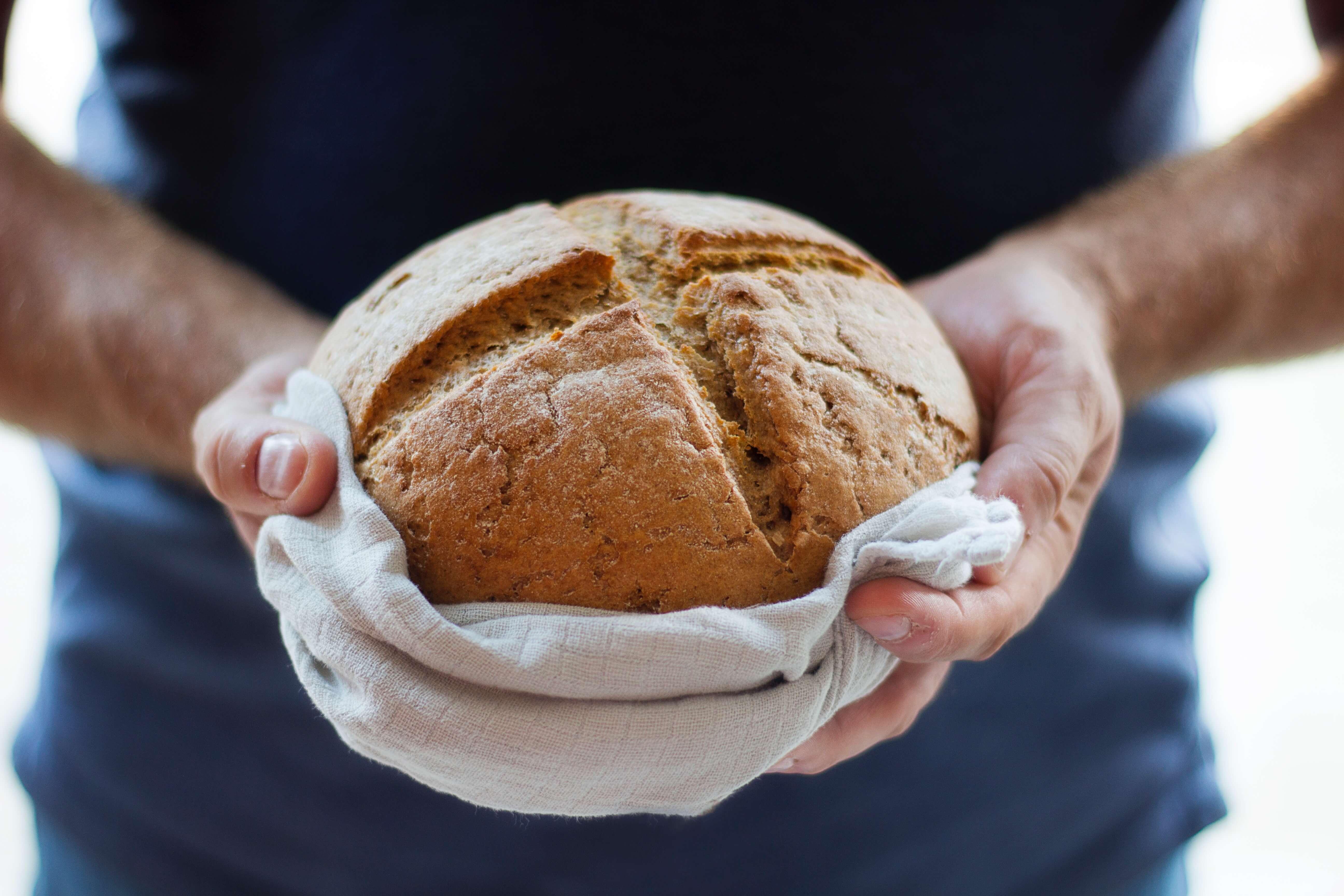 ダッチオーブンで焼きたてのパンを!簡単に作れるパンのレシピをご紹介!