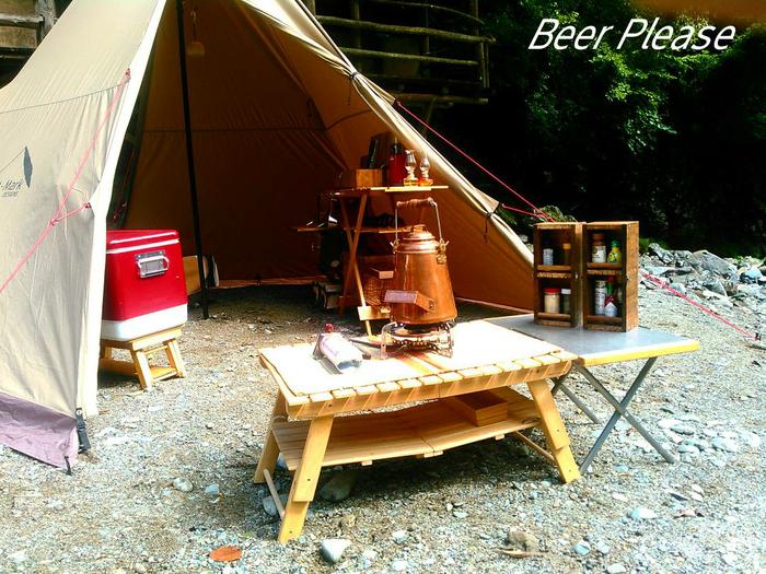完成したテーブルとキャンプ外観