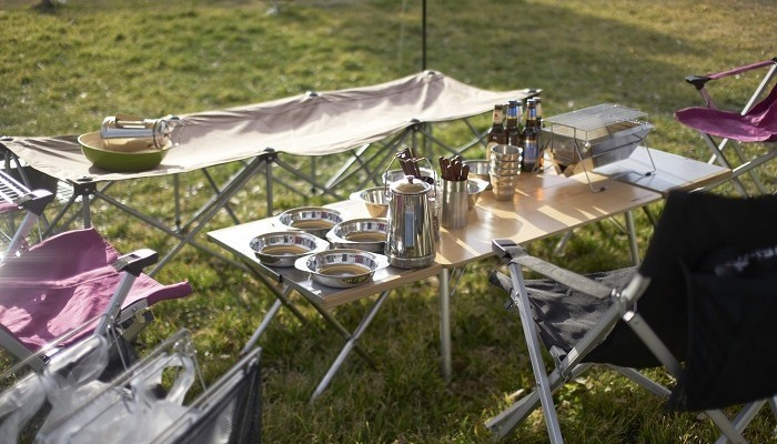 ユニフレームのテーブルといえば!定番の焚き火テーブルからキッチンスタンドまで魅力を解説!