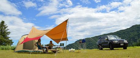 舞子高原キャンプ場でキャンプをしている2人