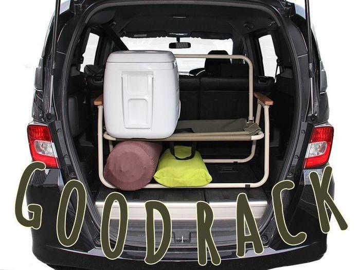 グッドラクソファの使い方をワゴン車で実際に試している様子