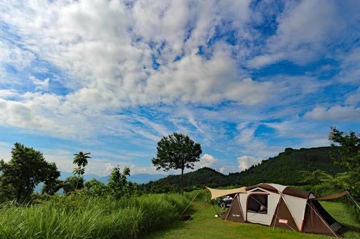 青空が広がるキャンプサイト