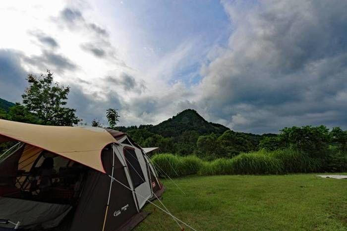 無印良品津南キャンプ場に設営されたテントとキャンプサイト