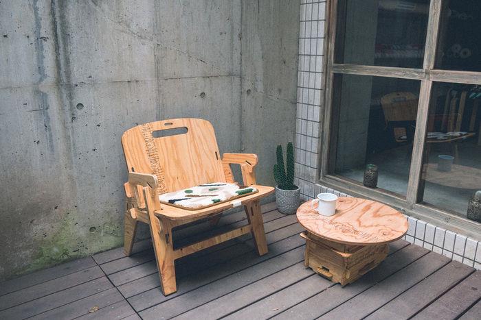 バルコニーのYOKAチェアとテーブル