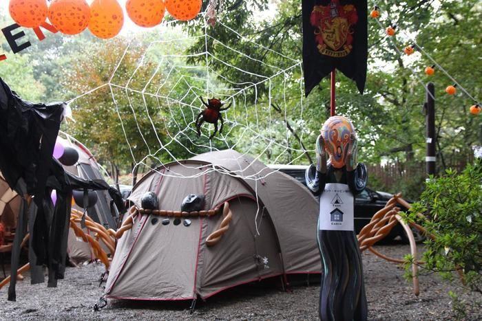 ハロウィン仕様のモニュメントとテント