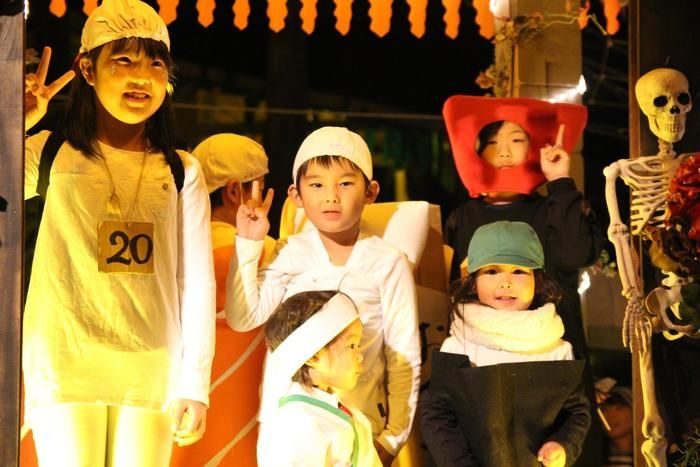 様々な仮装をした子供達