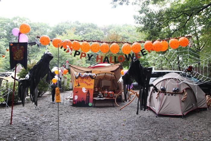 ハロウィンの飾り付けがされたテント