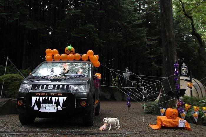 ハロウィンの飾り付けをした車