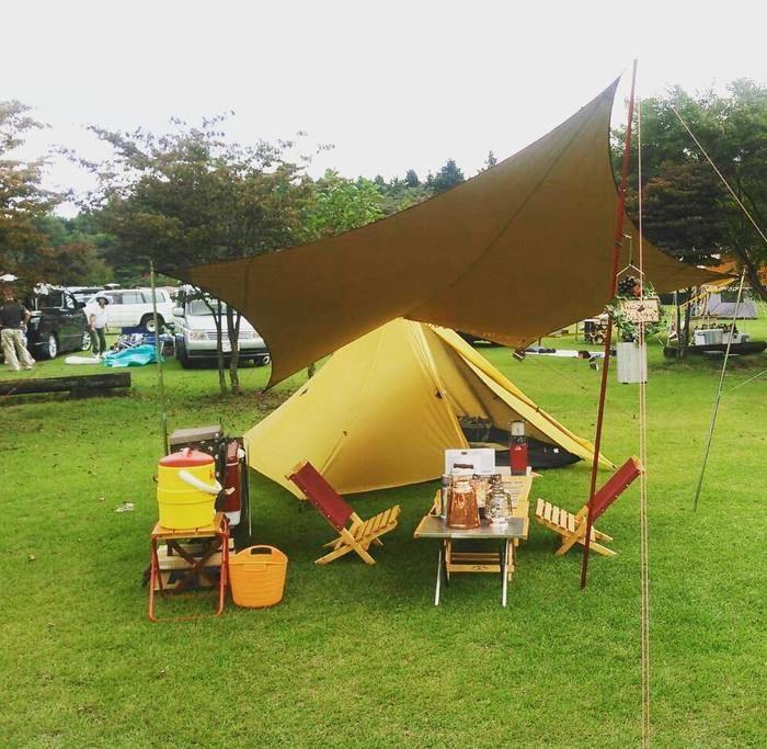 自作のローチェアを使ったキャンプの様子