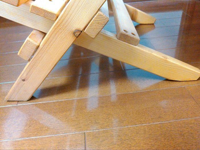 地面の角度に合わせて設置部分をカットした足の様子
