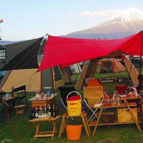 キャンプ場で使われているカスタマイズラック
