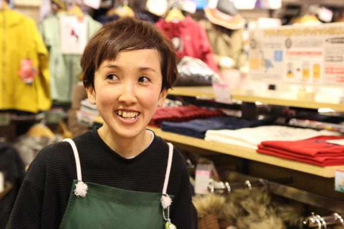 笑顔なエルブレスの店員