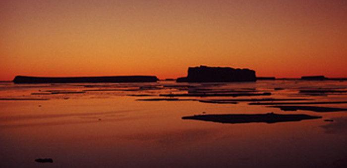 夕日に照らされた極地