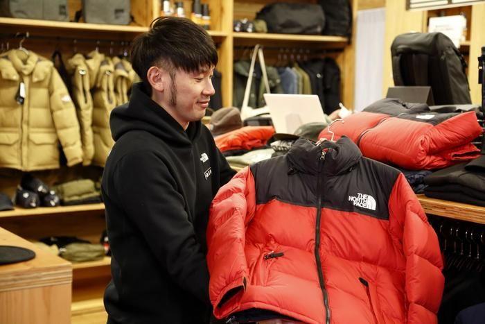 TNFレッドのヌプシジャケット
