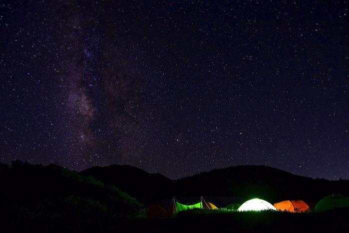 夜の風景 星空とテント