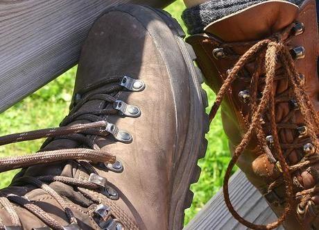 スエードの登山靴