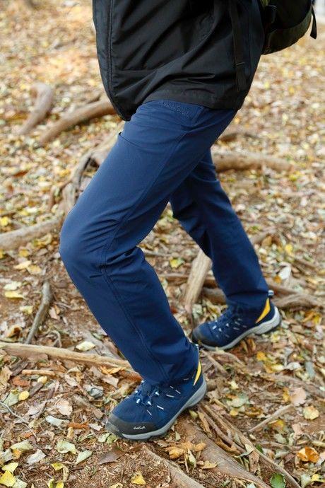 歩きやすい伸縮性のあるパンツ