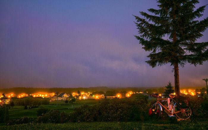 夕暮れのキャンプ場